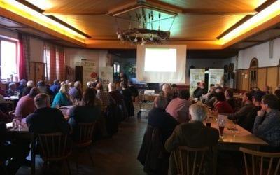 Voller Saal beim Kreisimkertag 2020 in Teising